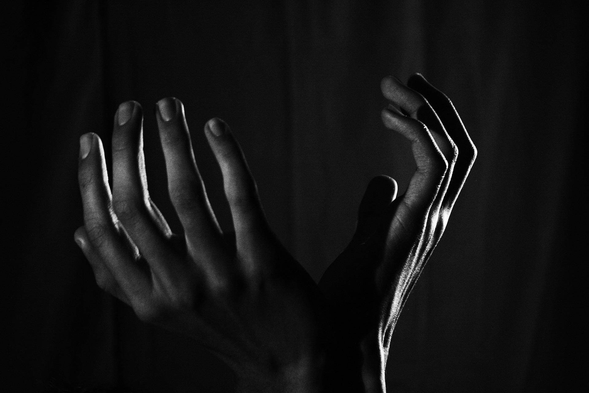 hands-2217668_1920